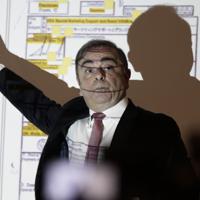 逃亡後初めての記者会見で、映し出された資料を示しながら話すカルロス・ゴーン被告=ベイルートで2020年1月8日、AP