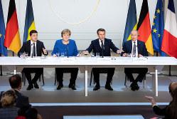 英国のEU離脱決定でドイツの重みが増すも、メルケル首相(左から2番目)の国内での求心力は急速に失われている(2019年12月、仏パリのウクライナ和平会議)(Bloomberg)