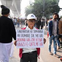 改正国籍法への抗議デモには子供も多く参加していた=ニューデリー郊外のジャミア・ミリア・イスラミア大近くで2019年12月23日、松井聡撮影