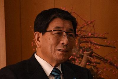 インタビューに答える古田肇知事=岐阜県庁で