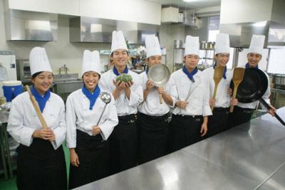鹿屋中央高の調理クラブ部員たち