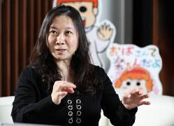 インタビューに答える漫画家の西原理恵子さん=東京都武蔵野市で、吉田航太撮影