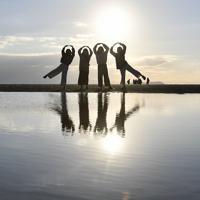 日本のウユニ塩湖として観光客に人気の父母ヶ浜=香川県三豊市で、木葉健二撮影
