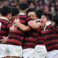 11大会ぶり16回目の優勝を決めて喜ぶ早大の選手たち=東京・国立競技場で2020年1月11日、宮間俊樹撮影