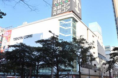 閉店予定の(手前から)天神コア、天神ビブレ、MMT=福岡市中央区で2020年1月10日午後3時37分、久野洋撮影