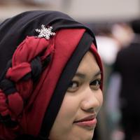ヒジャブ(スカーフ)をまとうなどインドネシアの正装で成人式に参加する技能実習生たち=宮城県塩釜市で2020年1月12日午後1時、和田大典撮影