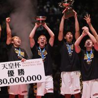 【SR渋谷―川崎】優勝し喜ぶSR渋谷の選手たち=さいたまスーパーアリーナで2020年1月12日、吉田航太撮影