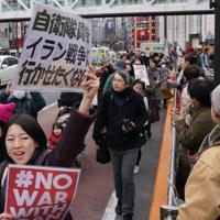 自衛隊の中東派遣など安倍政権の政策に抗議し、新宿の街をデモ行進する参加者=JR新宿駅前で2020年1月12日午後2時8分、後藤由耶撮影