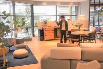 「&Room」のおしゃれな店内には多彩な家具が並ぶ=和歌山市吉田で、目野創撮影