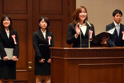 グランプリを受賞した関西大社会安全学部・近藤研究室の発表=神戸市中央区で12日午後3時59分、小松雄介撮影