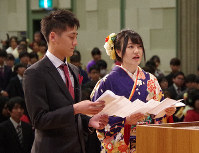 A man and a woman give a statement as representatives for people attending a coming-of-age ceremony in the city of Kesennuma, Miyagi Prefecture, on Jan. 12, 2020. (Mainichi/Atsushi Arai)