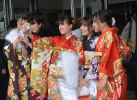 Women clad in kimonos take a selfie during a coming-of-age ceremony in the city of Yamagata on Jan. 12, 2020. (Mainichi/Ryoichi Sato)