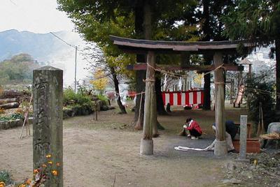児玉党の祖、有道惟行をまつると伝えられている埼玉県神川町の有氏神社=同町教育委員会提供