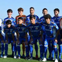 笑顔を見せるV長崎の新加入選手たち