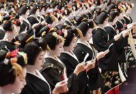 Maiko dancers and geiko performers, members of the Gion Kobu school, chant a vow at an opening ceremony for the new year in Kyoto's Higashiyama Ward, in western Japan, on Jan. 7, 2020. (Mainichi/Ai Kawahira)
