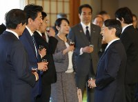 Emperor Naruhito, right, chats with Prime Minister Shinzo Abe, second from left, at a lunch meeting with Cabinet members at the Imperial Palace in Tokyo on Jan. 9, 2020. (Mainichi/Junichi Sasaki)