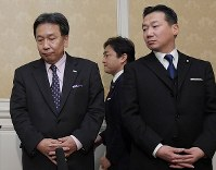 Democratic Party for the People leader Yuichiro Tamaki, center at rear, arrives for a press briefing while Constitutional Democratic Party of Japan head Yukio Edano, left, and its secretary-general Tetsuro Fukuyama wait for him after their meeting to coordinate their merger on Jan. 10, 2020. (Mainichi/Masahiro Kawata)