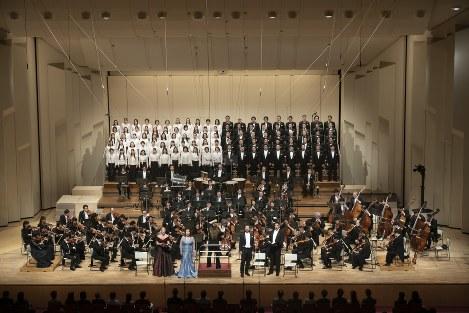 シモーネ・ヤングとNHK交響楽団 写真提供:NHK交響楽団=2019年12月21日 NHKホール