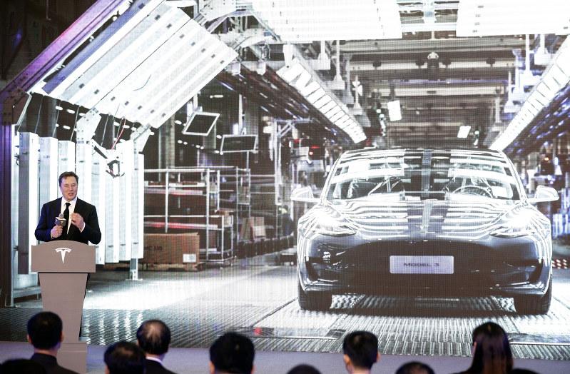 テスラの中国新工場のセレモニーに登場したイーロン・マスクCEO(Bloomberg)
