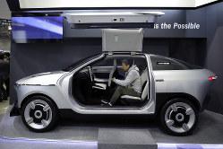 旭化成は新素材を使った試作車を開発(Bloomberg)