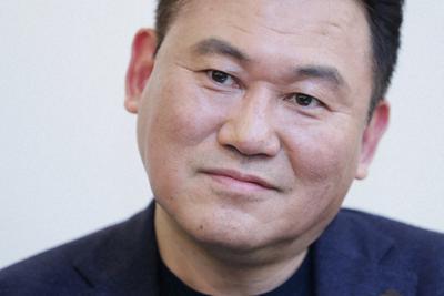 インタビューに答える楽天の三木谷浩史会長兼社長=吉田航太撮影