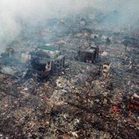 阪神大震災で火災が起こった市街地=神戸市長田区で1995年1月18日、本社ヘリから多河寛撮影