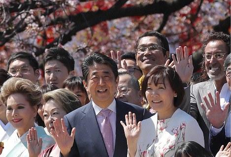 桜を見る会「病巣」の正体(前編) 「私物化」に慣れきった有権者とメディア