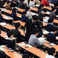 大学入試センター試験の開始時間を待つ受験生ら=東京都文京区の東京大学で2020年1月18日午前9時12分、北山夏帆撮影