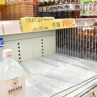 市内のスーパーでは、水のペットボトルが売り切れ状態になっているところもある=和歌山市黒田のヒダカヤ黒田店で2020年1月17日午後1時44分、砂押健太撮影