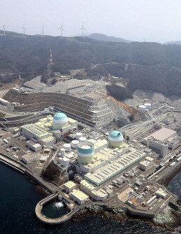 This file photo dated March 28, 2017 shows the No. 3 reactor, center left, of Shikoku Electric Power Co.'s Ikata nuclear power plant in Ikata, Ehime Prefecture. (Mainichi)