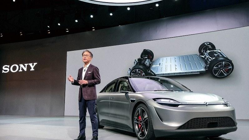 自動運転機能などを備えたソニーの次世代車と吉田憲一郎社長