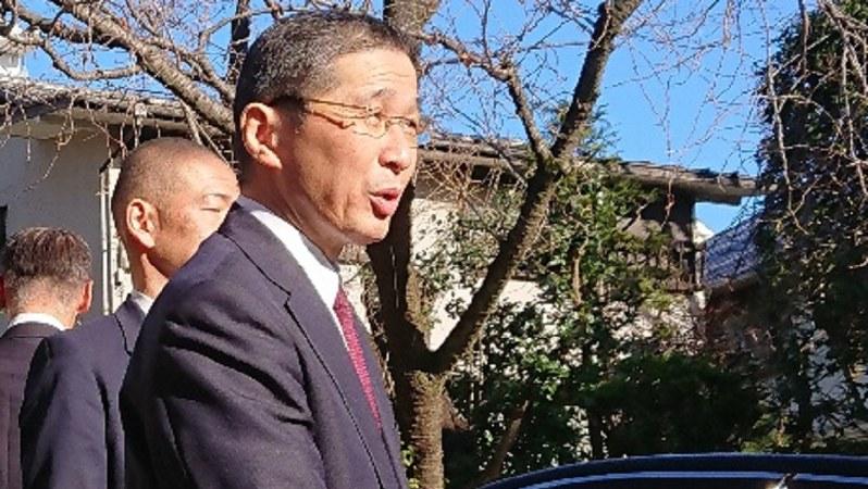 記者団の取材に応じる日産自動車の西川広人前社長=東京都内で2020年1月9日、小坂剛志撮影
