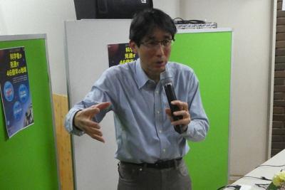 講演する佐倉さん=毎日メディアカフェで、斗ケ沢秀俊撮影