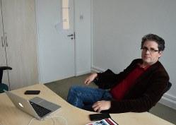 ベリングキャットを創設したエリオット・ヒギンスさん=英中部レスターで2019年10月7日、八田浩輔撮影