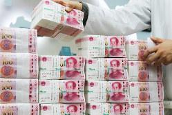 国際決済通貨としての地位はまだ低い(Bloomberg)