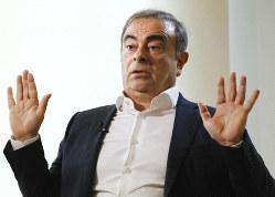 逃亡先のレバノンでの記者会見の2日後、日本メディアの代表取材に応じるカルロス・ゴーン被告=ベイルートで2020年1月10日(代表撮影)