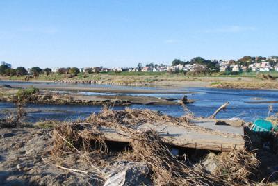 台風19号の猛威にさらされ、ホームレス当事者の小屋はほとんどが流されてしまった=川崎市の多摩川河川敷で2019年11月17日、遠藤拓撮影