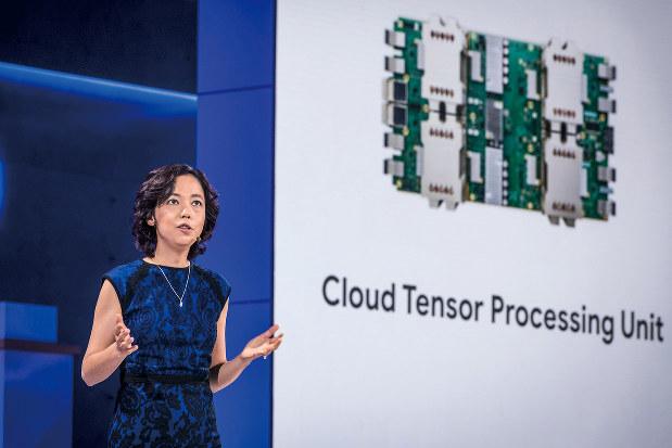 グーグルが開発した「TPU」は改良を重ねた(グーグルラウンドのフェイフェイ・リー・チーフサイエンティスト)=2018年7月(Bloomberg)