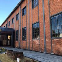 旧海軍の魚雷倉庫だった赤れんが博物館の建物。鉄骨とれんがを組み合わせた建築物だ=京都府舞鶴市で、久保聡撮影
