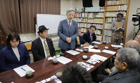 Members of a multiparty group of Diet legislators calling for the introduction of a basic law to eliminate racial discrimination are seen at the Fureai-kan facility in Kawasaki, Kanagawa Prefecture, during a visit to the municipal facility to investigate an incident in which a New Year's card threatening to massacre Korean residents in Japan was sent to the facility, on Jan. 22, 2020. (Mainichi/Yoshiya Goto)