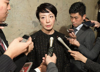 House of Councillors member Anri Kawai answers reporters' questions in the Diet building on Jan. 23, 2020, over the Liberal Democratic Party headquarters' remittance of a total of 150 million yen to the party's regional branch offices she and her husband head ahead of the July 2019 upper house election. (Mainichi/Masahiro Kawata)
