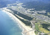 In this Sept. 2, 2019 file photo, the coastline in the town of Kuroshio, Kochi Prefecture in western Japan, one of the areas said to be at risk of being hit by a tsunami triggered by a Nankai Trough earthquake, is seen from a Mainichi Shimbun aircraft. (Mainichi)