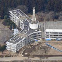 近くを断層が通る阿蘇キャンパス1号館は県が「震災ミュージアム」の拠点として保存する予定だ=熊本県南阿蘇村で2020年1月18日午後1時7分、本社ヘリから津村豊和撮影