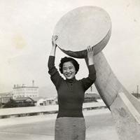 平和大橋(現広島市中区)で撮影された20歳の藤井幸子さん=1955年10月撮影、藤井哲伸さん提供