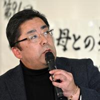 母幸子さんについて話す藤井哲伸さん=東京都北区で2020年1月25日午後2時、山田尚弘撮影