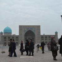 世界遺産に登録されているサマルカンドのレギスタン広場。市中心部にはイスラム教関連の歴史的建築物が並ぶ=2019年11月21日、前谷宏撮影