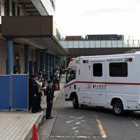 中国・武漢からの帰国者を搬送して病院に到着した救急車=東京都大田区の荏原病院で2020年1月29日午前10時48分、北山夏帆撮影