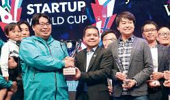 米国のベンチャーキャピタルが主催するスタートアップワールドカップの日本代表にLooopが選ばれた。左が中村社長=19年11月(ぺガサス・テック・ベンチャーズ・ジャパン提供)