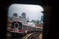 MTAはコメディタッチのアナウンスで路線の利用をアピールした(Bloomberg)