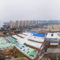 急ピッチで建設が進む新型肺炎専門の病院=中国の湖北省武漢市で2020年2月2日、AP